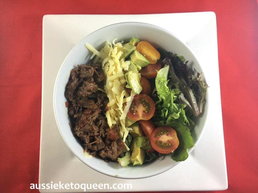 Slow Cooked Mexican Beef Fajita Salad Low Carb High Fiber recipe by Aussie Keto Queen. My solution is usually very simple – turn everything into a salad. Normally fajitas are heavy on the capsicum and wrapped in a tortilla, often served with a side of spiced rice. In this take, we create a delicious, filling salad that is loaded with healthy fats and protein. #keto #ketogenicdiet #ketorecipe