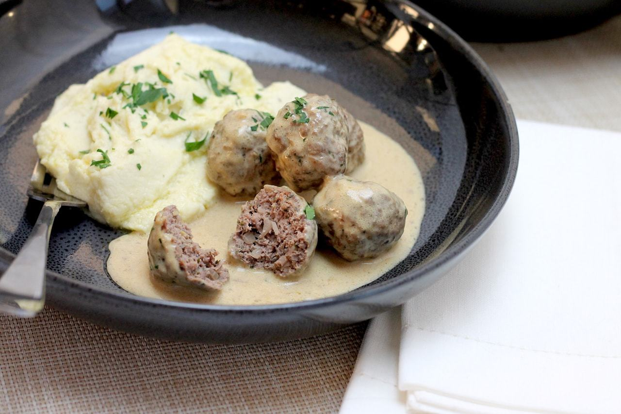 Keto Swedish meatballs is one of my favourite Keto Dinners to have, especially paired with this silky Keto Cauliflower Mash! An easy weeknight keto meal, on the table in no time at all. #easyketo #ketodinner #ketorecipe #keto