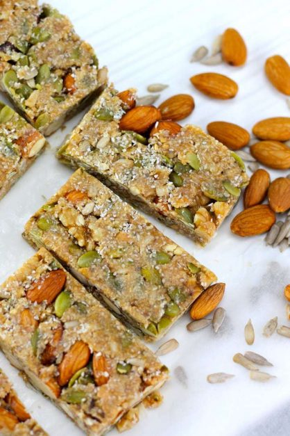 Keto Nut Bars – No Bake Keto Snacks by Aussie Keto Queen - The Perfect Keto Breakfast, this easy snack is low carb and high fat, making it a great freezer friendly keto snack that you can grab and go! #keto #ketogenicrecipes #ketogenicdiet #LCHF
