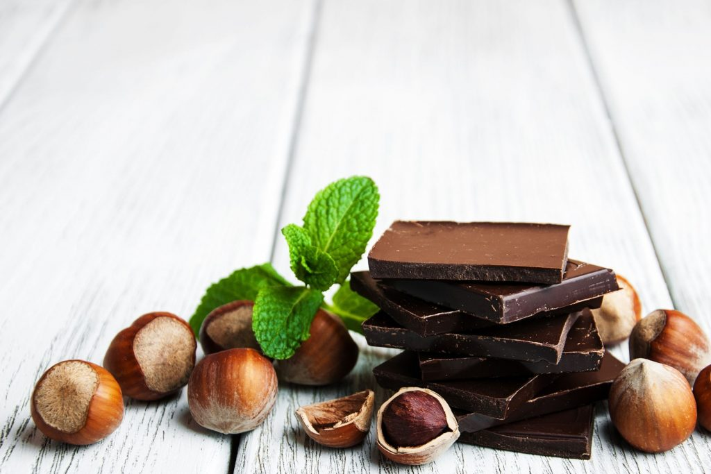 Tip 7: When you get a sugar craving, try having a small piece of dark chocolate with nuts - this will satisfy your desire for sweetness without drastically raising your blood sugar levels.